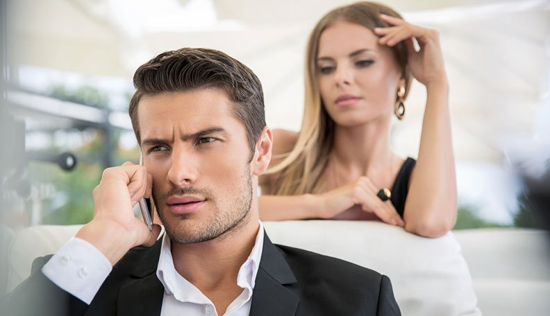 Signs-Your-Boyfriend-is-Cheating