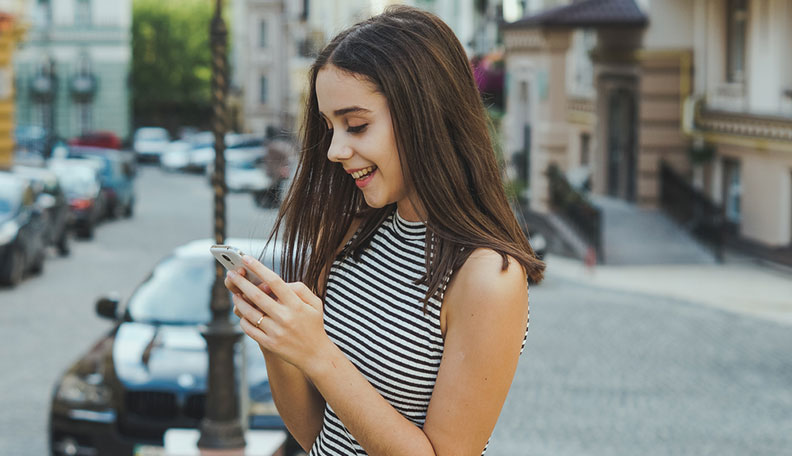 how to text a girl for the first time